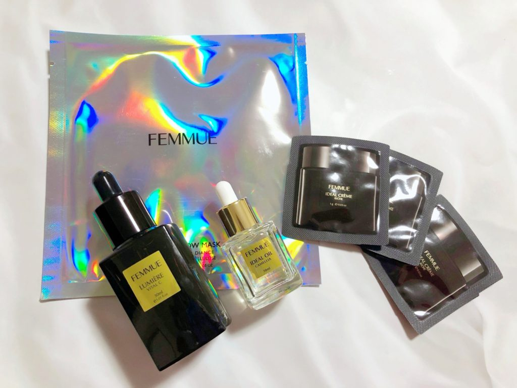 FEMMUEスペシャルアニバーサリーキットを箱から出した写真