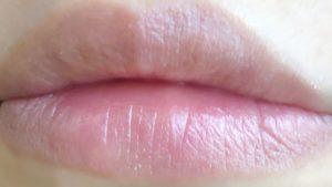 ハイライトを唇に塗った写真
