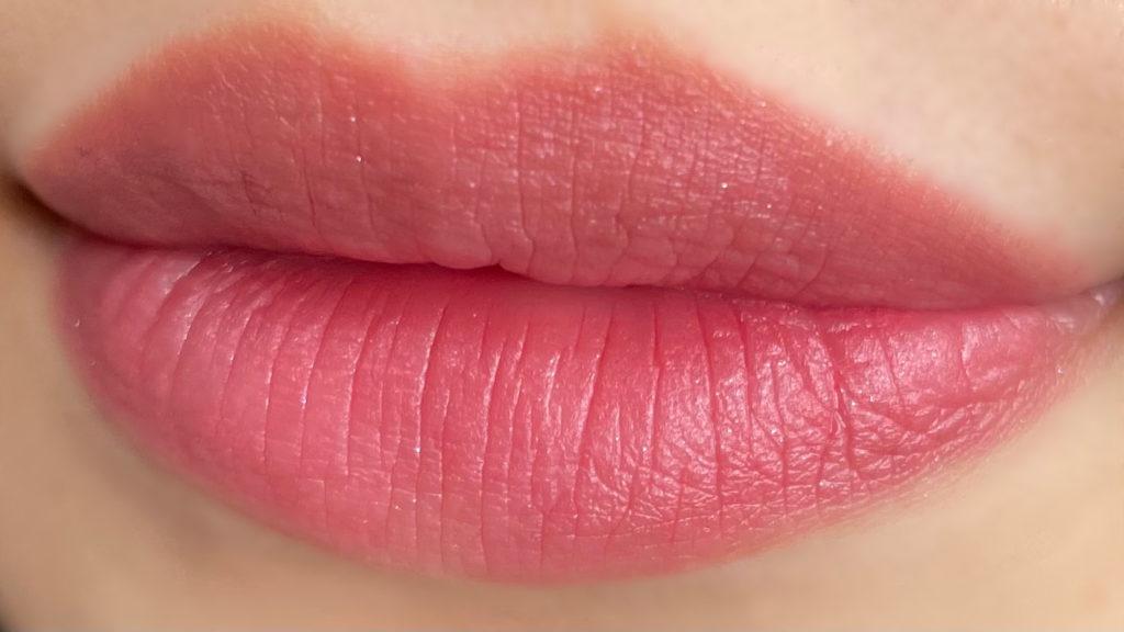 グロウマットを唇に塗った写真